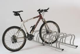 Navrhněte kam umístit cyklostojany