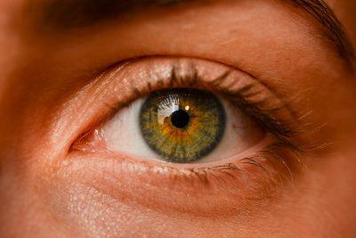 Jen 30 % počernických řidičů má dobrý zrak