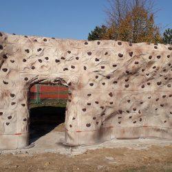 Lezecká stěna boulderového hřiště u FZŠ Chodovická už stojí!