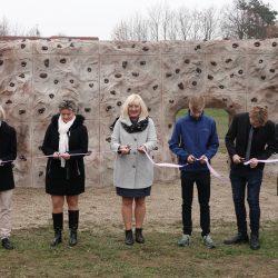 Děti z Chodovické si navrhly boulderové hřiště, Praha 20 jim…