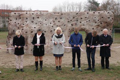 Děti z Chodovické si navrhly boulderové hřiště, Praha 20 jim ho postavila