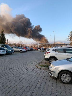 V Horních Počernicích hoří sklad s pyrotechnikou !