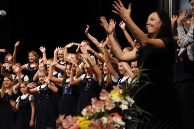 Dětský pěvecký sbor Paleček z naší ZUŠ zaválel na celostátní soutěži. Vedle několika ocenění se stal i absolutním vítězem.